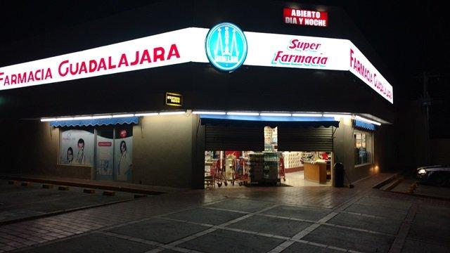 ¡Delincuentes armados asaltaron 2 Farmacias Guadalajara en Aguascalientes y se llevaron medicamento controlado y dinero!