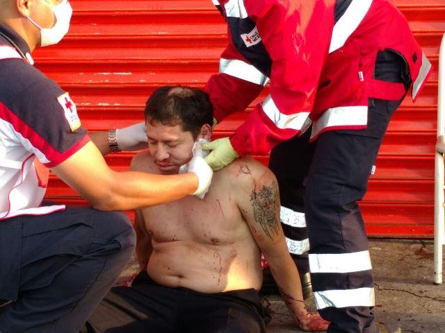 ¡2 empleados lesionados tras intento de asalto en una taquería en Aguascalientes!