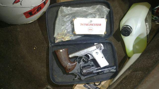 ¡Capturaron a 3 sujetos y 1 mujer con armas de fuego y cartuchos en Aguascalientes!