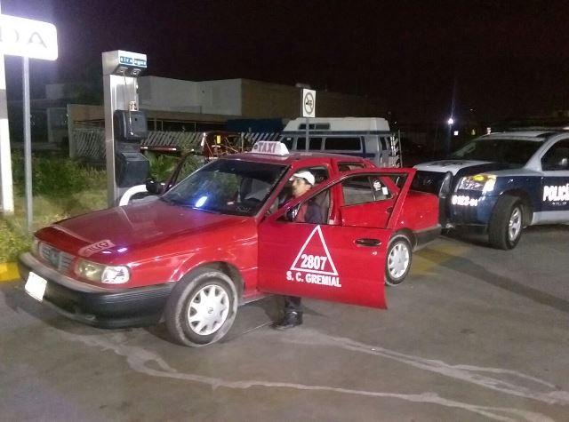 ¡2 sujetos asaltaron una gasolinera y a un taxista, al que apuñalaron, en Aguascalientes!