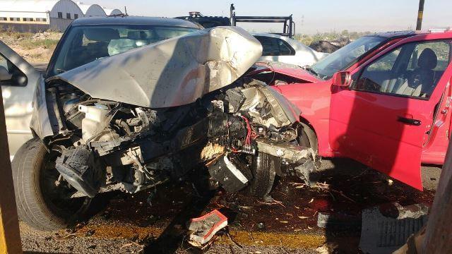 ¡Fuerte choque entre 2 automóviles en Aguascalientes dejó cuantiosas pérdidas materiales!