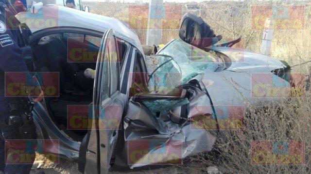 ¡Mujer lesionada tras la volcadura de su auto en Lagos de Moreno!