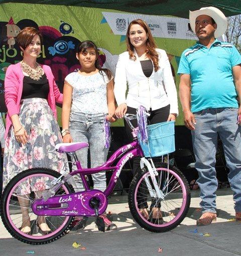 ¡Tere Jiménez encabezó el festejo del Día del Niño en el SUTEMA!