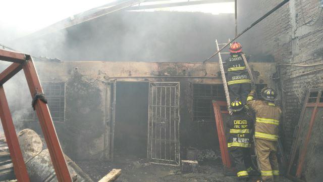 ¡Incendio casi acaba con una fábrica en Aguascalientes!