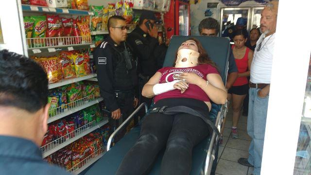 ¡Pistolero intentó asaltar un Modelorama en Aguascalientes y lesionó a golpes a una empleada!