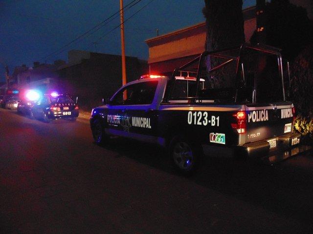 ¡Joven fue baleado mientras platicaba con sus amigos en la calle en Aguascalientes!