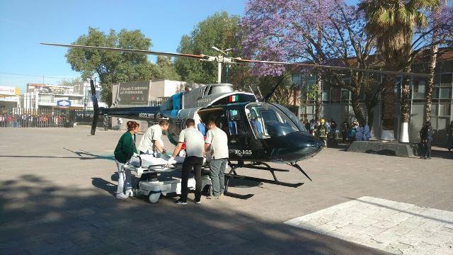 ¡Agoniza motociclista tras un accidente en Aguascalientes; en helicóptero fue llevado a un hospital!