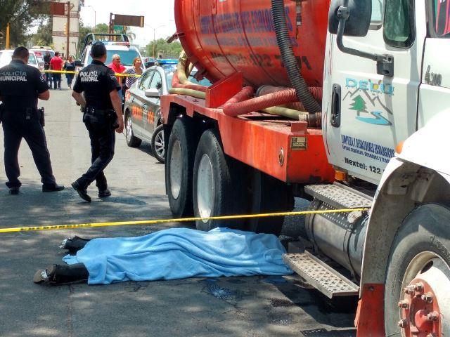 ¡Trágica cabalgata en Aguascalientes: jinete cae de caballo y murió arrollado por una pipa!