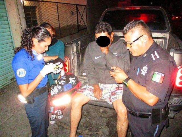 ¡Policías preventivos rescataron a 2 hombres de un incendio domiciliario en Aguascalientes!