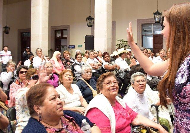 ¡Atiende la alcaldesa las inquietudes y propuestas de los adultos mayores!