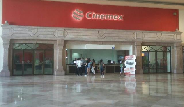 ¡Hombre se suicidó cortándose las venas con una navaja en un cine en Aguascalientes!
