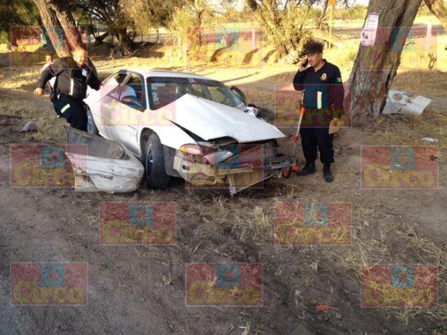¡3 lesionados dejó choque frontal entre un auto y una camioneta en Lagos de Moreno!