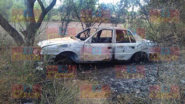 ¡Auto robado fue incendiado en Lagos de Moreno!