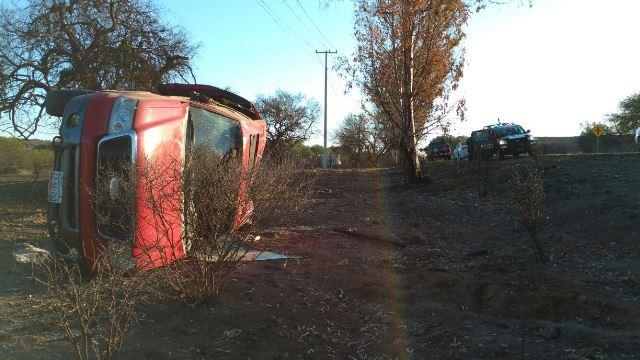 ¡Trabajador minero se salvó de morir tras la volcadura de su camioneta en Aguascalientes!