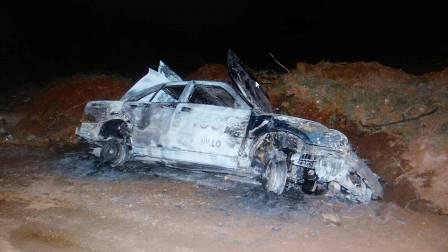 ¡Delincuentes asaltaron a un taxista en Fresnillo: lo apuñalaron y le incendiaron el auto de alquiler!