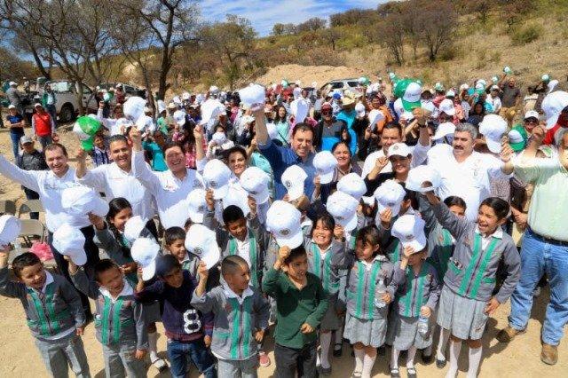 ¡Con una inversión superior a los 8mdp inaugura gobernador presa en Nochistlán!
