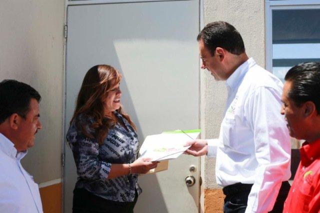 ¡En Villa de Cos, Alejandro Tello entrega viviendas nuevas, otorga escrituras e inaugura un nuevo pozo de agua potable!