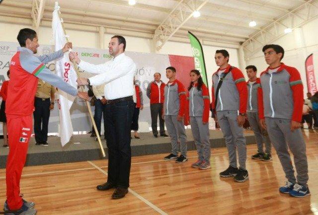 ¡Gobernador abandera a atletas que representarán a Zacatecas en Olimpiada Nacional y ofrece más respaldo al deporte!
