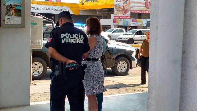 ¡Mujer fue atracada dentro de un banco en Aguascalientes y despojada de $50 mil!