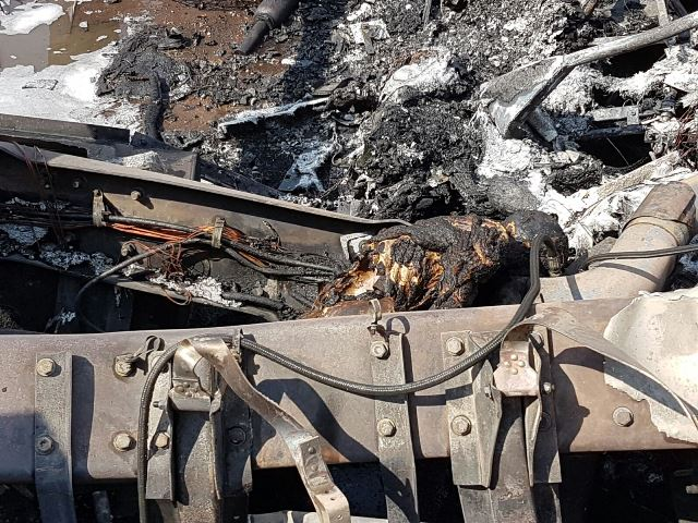 ¡2 traileros intentaron ganarle el paso al tren en Aguascalientes: 1 murió calcinado!