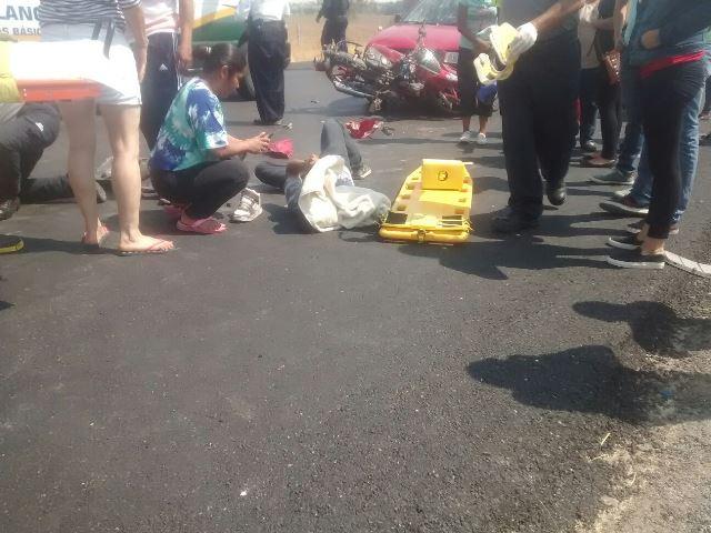 ¡2 adolescentes lesionados tras el choque entre una moto y un auto en Aguascalientes!