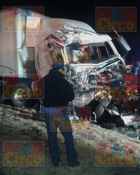 ¡Choque de 2 trailers dejó 3 lesionados en Lagos de Moreno!
