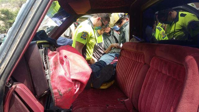 ¡6 lesionados tras choque frontal entre 2 camionetas en Aguascalientes!