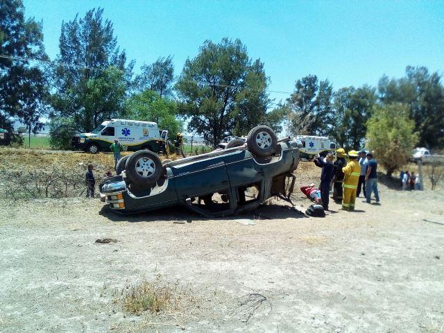 ¡Volcadura de camioneta dejó 6 estudiantes lesionados en Aguascalientes, 2 graves!