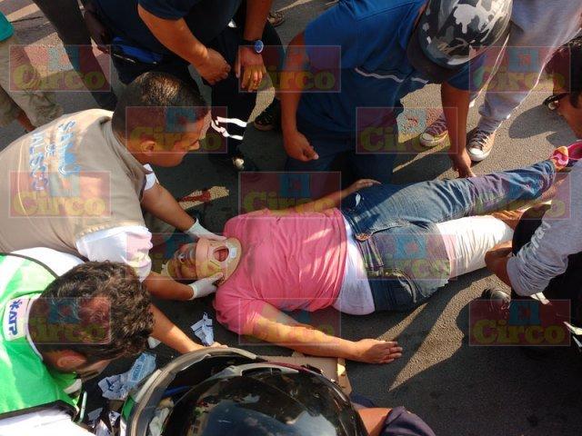 ¡Grave mujer atropellada por veloz camioneta en Lagos de Moreno!
