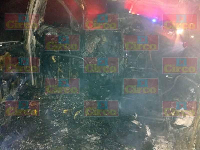 ¡3 jóvenes murieron calcinados tras un accidente en Lagos de Moreno!