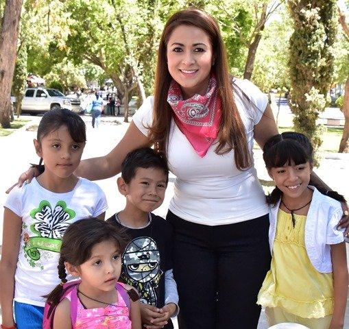 ¡La alcaldesa Tere Jiménez encabezó el festejo por el Día del Niño en el parque Hidalgo!