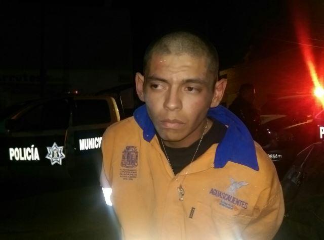 ¡Atraparon a un robacoches en Aguascalientes tras una persecución y volcadura!