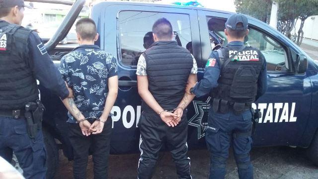 ¡Detuvieron a 2 asaltantes que robaron con violencia un auto en Aguascalientes!