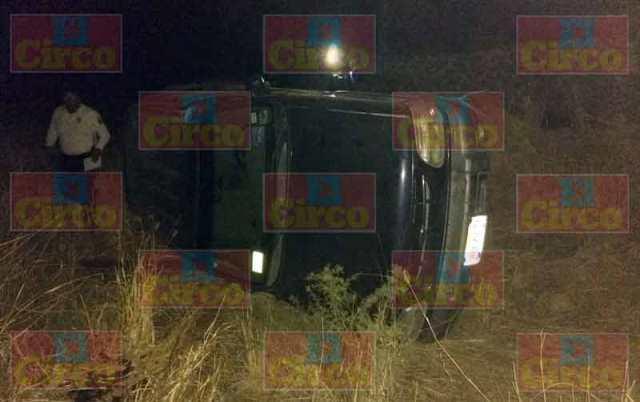 ¡2 lesionados dejó la volcadura de una camioneta en Lagos de Moreno!