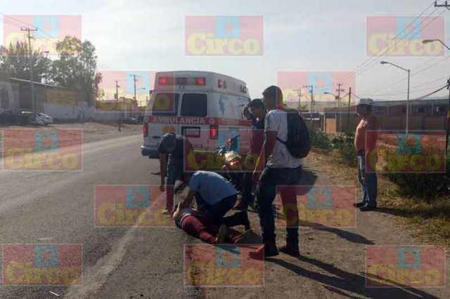 ¡2 estudiantes lesionados tras ser embestidos por una camioneta en Lagos de Moreno!