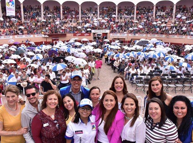 ¡La alcaldesa Tere Jiménez encabezó el festejo por el Día de las Madres!