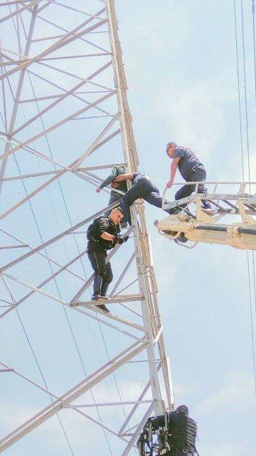 ¡Adolescente intoxicado intentó arrojarse de una torre en Aguascalientes y policías municipales lo impidieron!