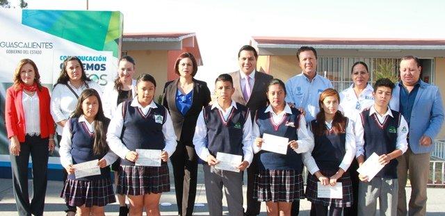 ¡Entrega IEA más de 6 millones de pesos en becas para cerca de 9 mil alumnos!