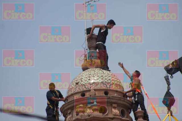 ¡Joven amenazó con suicidarse lanzándose de la torre de un Templo en Lagos de Moreno!