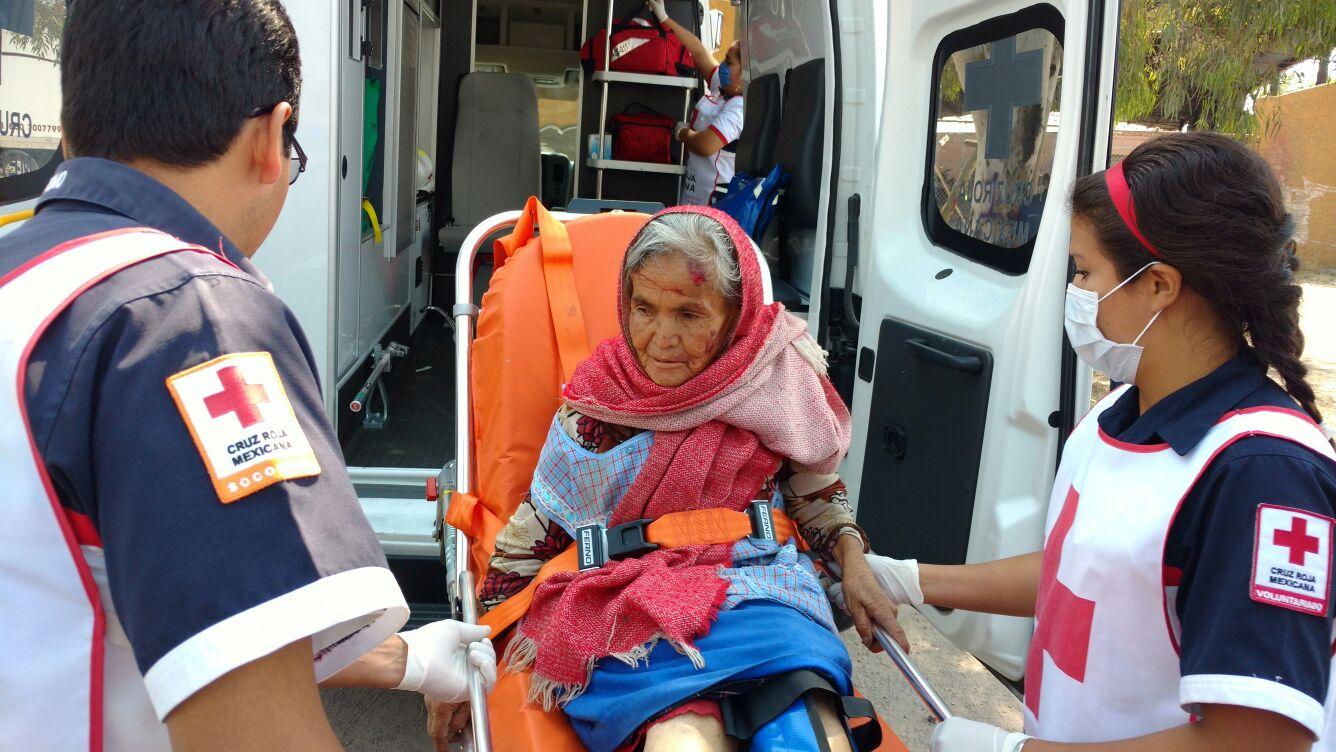 ¡Ancianita lesionada tras ser atropellada por una motocicleta en Aguascalientes!