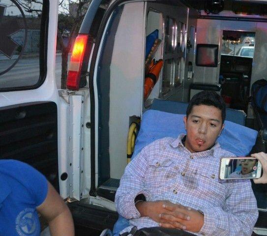 ¡Chofer de camión urbano sufrió convulsiones y se estrelló contra un poste en Aguascalientes!
