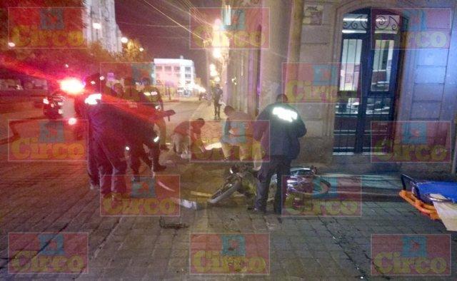 ¡Motociclista lesionado embestido por un automóvil en Lagos de Moreno!