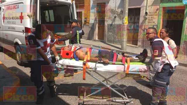 ¡Grave motociclista impactado por camioneta en Lagos de Moreno!