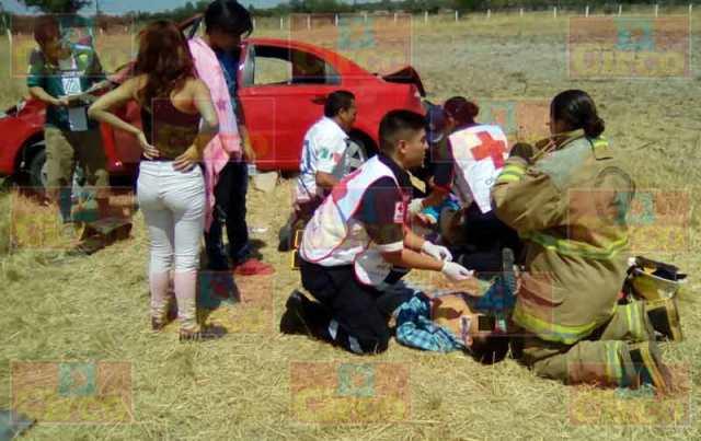 ¡1 niño muerto y 5 lesionados tras la volcadura de un auto en Lagos de Moreno!