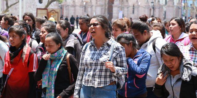 ¡Alumnas de la Normal de Cañada Honda realizaron protesta frente a Palacio de Gobierno!