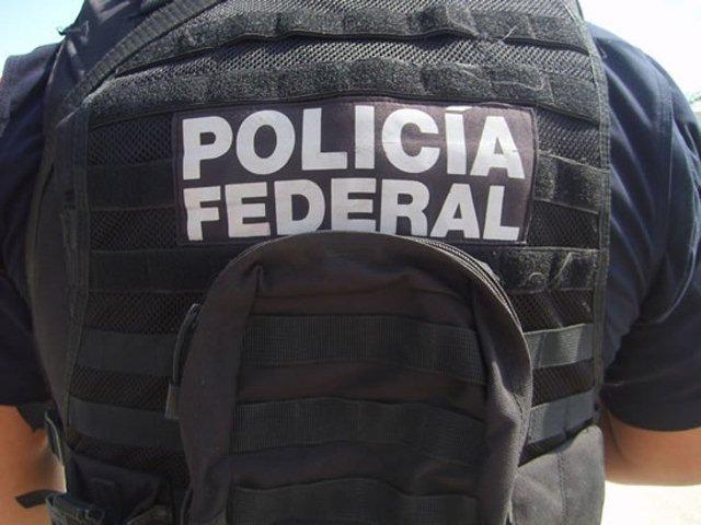 ¡Delincuentes armados asaltaron a 29 policías federales en un autobús!