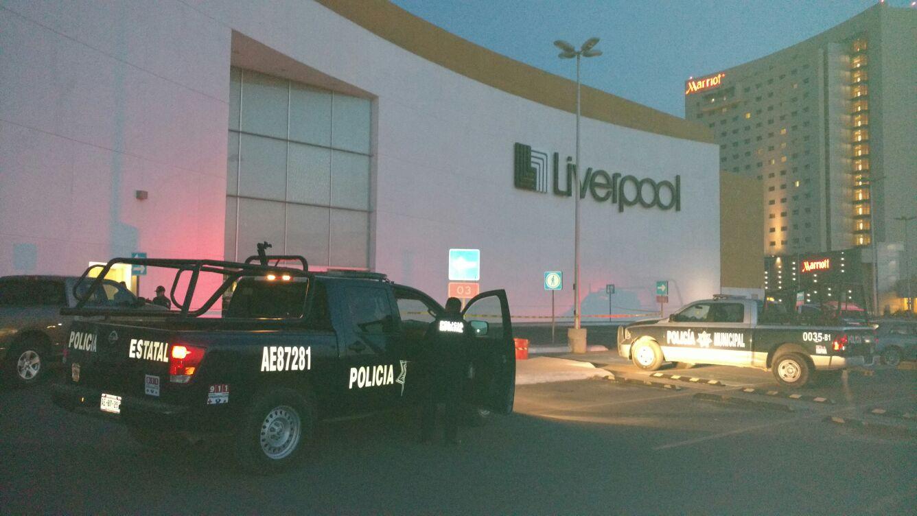 ¡Comando asaltó la tienda Liverpool en Aguascalientes: se llevó costosas alhajas y relojes!