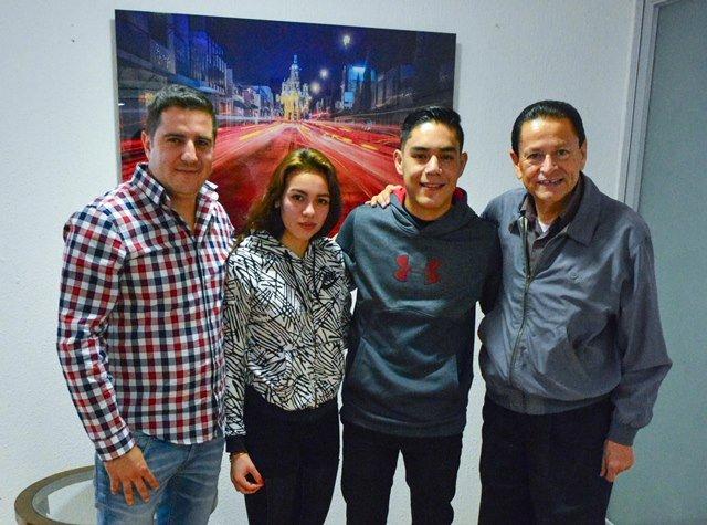 ¡Pugilista Miguel Borrego se reúne con titular del IDEA!