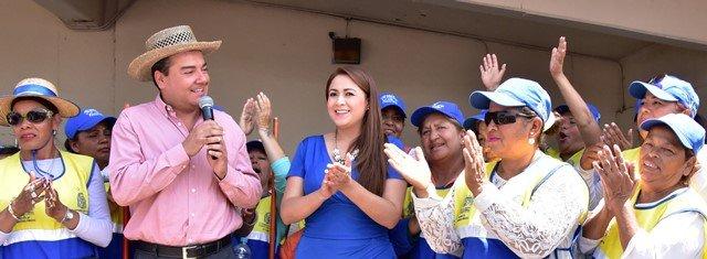 ¡Orgullosa se mostró la alcaldesa Tere Jiménez ante el extraordinario desempeño del personal de limpia en la zona ferial!