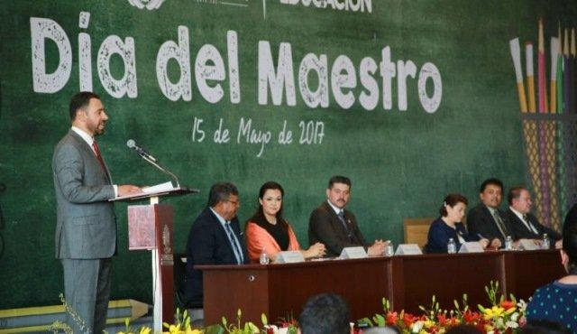 ¡No quitaré el dedo del renglón hasta dar certidumbre laboral al sector docente: Alejandro Tello!